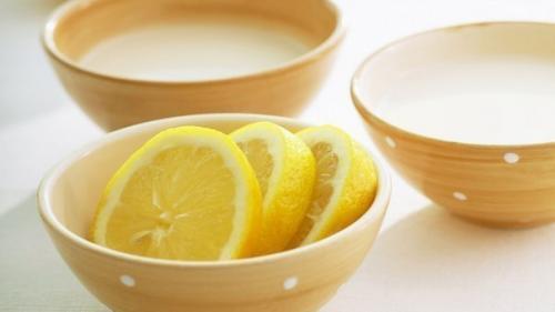 Протираю лицо лимоном на ночь. Зачем протирать лицо лимоном?