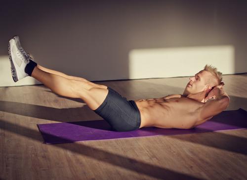 Как мужчине сжечь жир на боках и животе в домашних условиях: упражнения