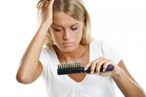 Как избавиться от выпадения волос в домашних условиях. Причины выпадения волос