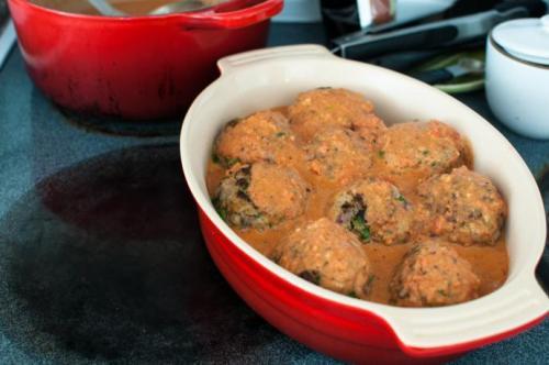 Диетические котлеты в духовке с соусом. Диетическое питание: котлеты в духовке с подливкой