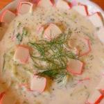 Кефирный суп с крабовыми палочками.