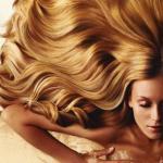 Для того, чтобы придать волосам блеск, необходимо выровнять их новую структуру.