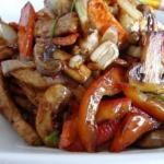 Курица с грибами и овощами.