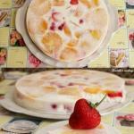 Легкий творожный десерт с фруктами.