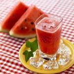 Арбузный сок.  Свойства, состав, лечение и как приготовить сок арбуза.
