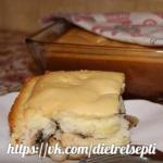 Наливной бисквитный пирог с курицей и грибами.